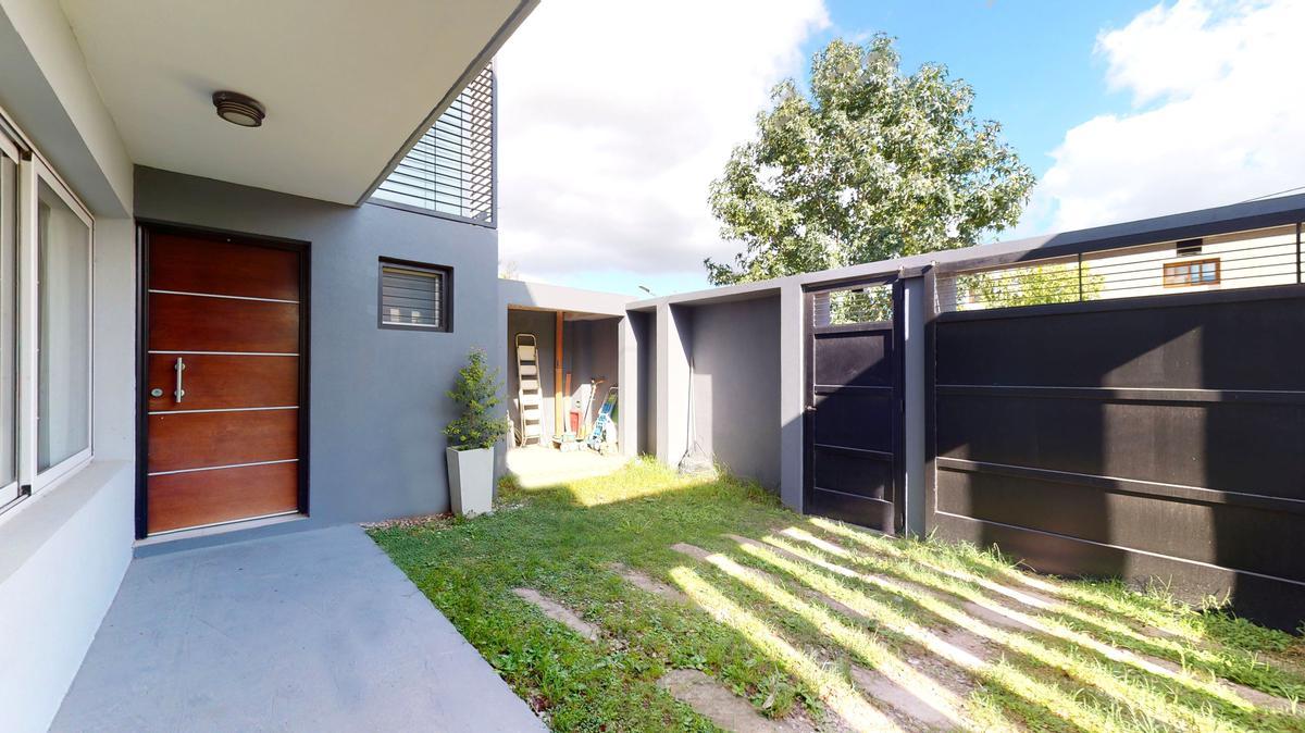 Foto Casa en Venta en  La Plata ,  G.B.A. Zona Sur  132 E/ 490 y 491