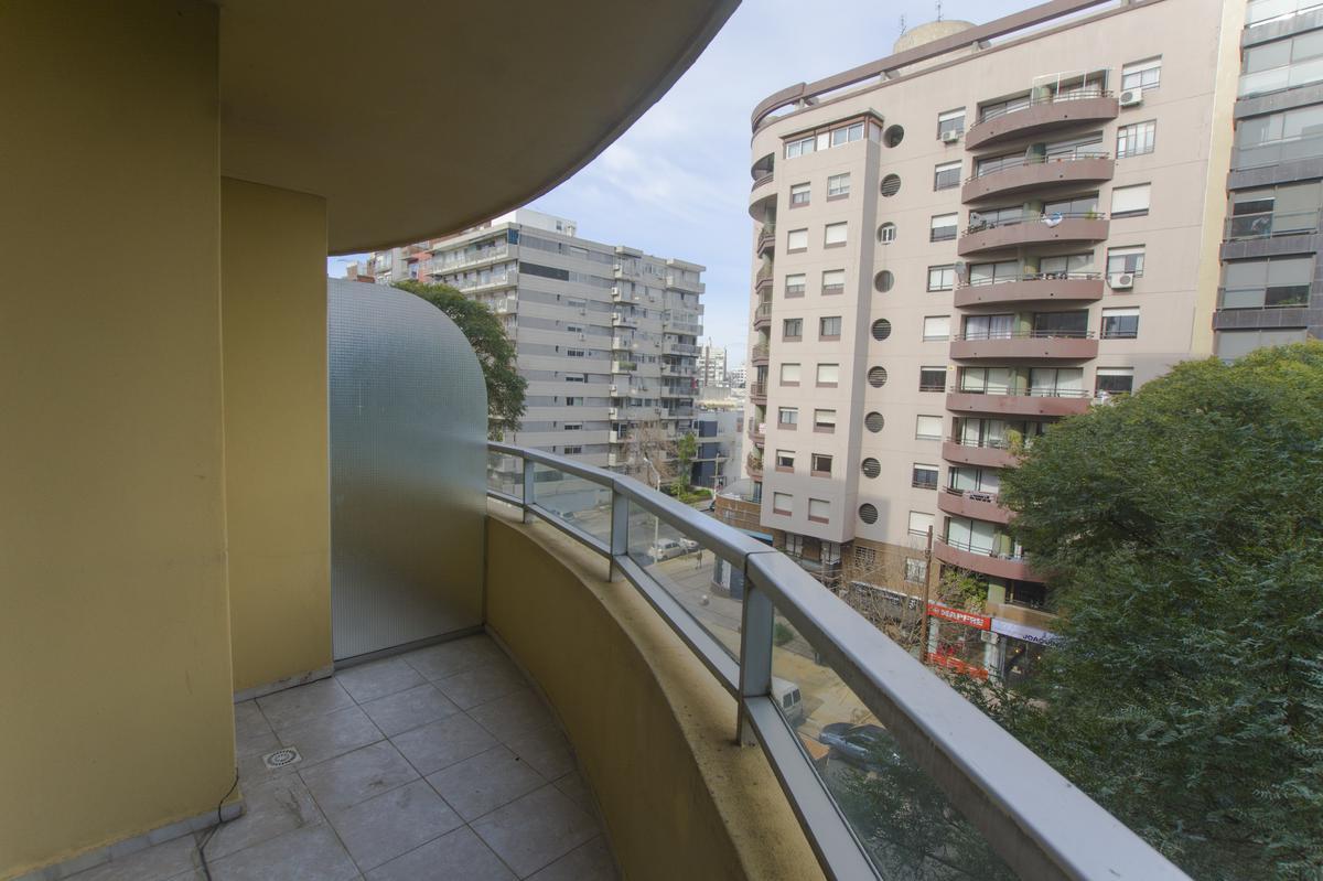 Foto Apartamento en Alquiler en  Pocitos ,  Montevideo  Sarmiento al 2300
