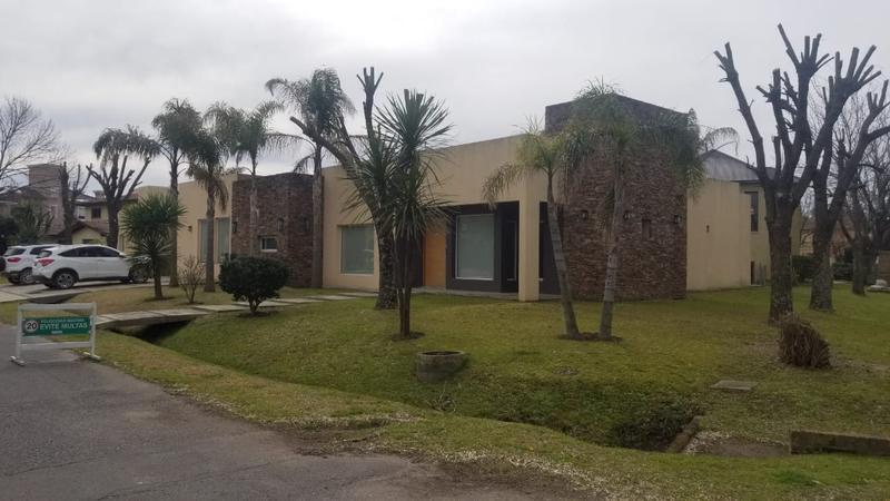 Foto Casa en Venta en  San Patricio,  Countries/B.Cerrado (Moreno)  Lorenzini y Achala