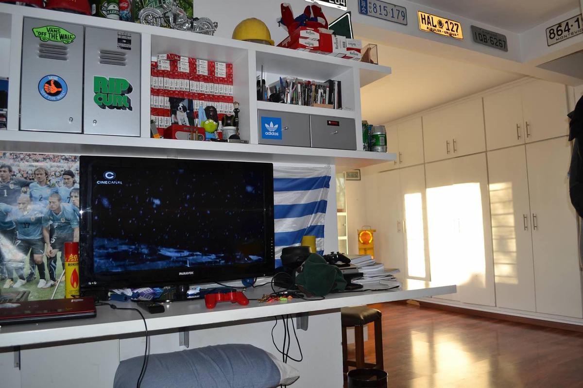Foto Casa en Venta en  Carrasco ,  Montevideo  Casa 5 dormitorios en venta en Carrasco