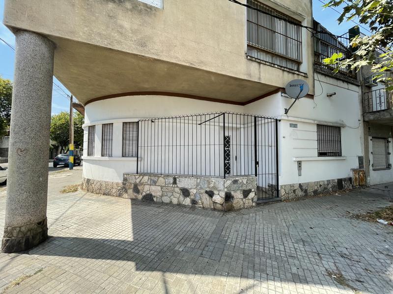 Foto Casa en Alquiler en  Lisandro De La Torre,  Rosario  Ferreyra 998 PB