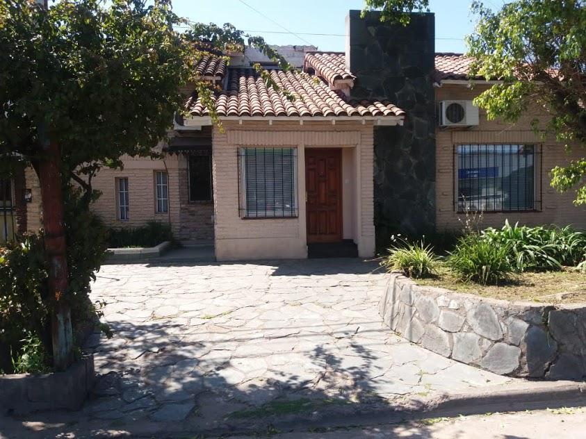 Foto Casa en Venta en AV. ESTANISLAO ZEBALLOS al 2000, G.B.A. Zona Oeste | Moron | Castelar