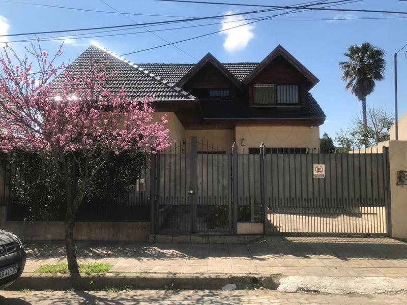 Foto Casa en Venta en  Monte Grande,  Esteban Echeverria  Guemes 444