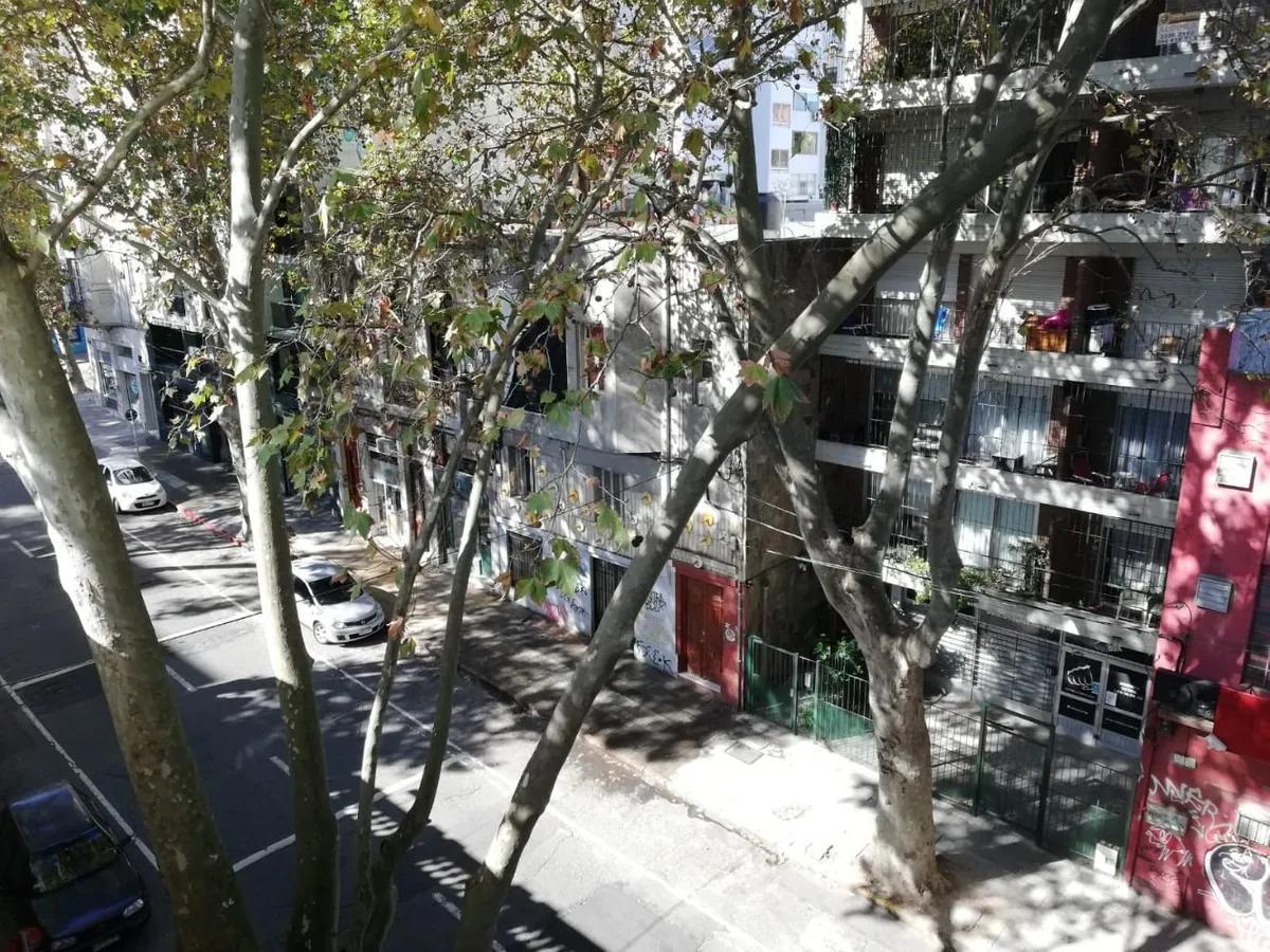 Foto Apartamento en Alquiler en  Centro (Montevideo),  Montevideo  3 dorm y 2 baños - Canelones y Convención -