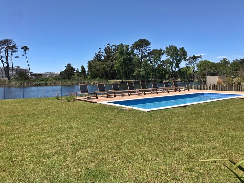 Foto Departamento en Alquiler en  Carrasco ,  Montevideo  Av de las Américas, Parque Miramar, sobre lago, piscina, 2 cocheras