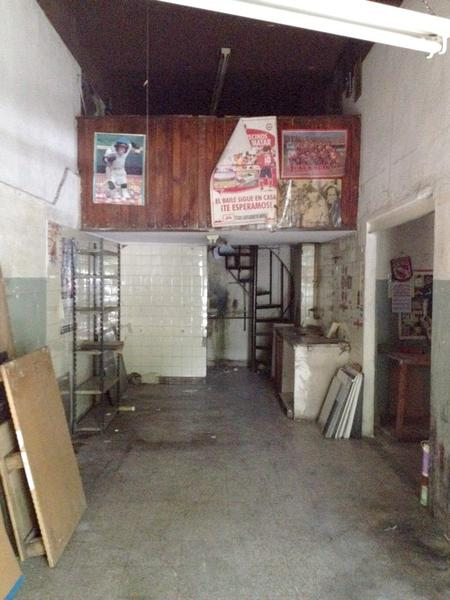 Foto Local en Alquiler en  Villa del Parque ,  Capital Federal  Gral Jose G Artigas al 2200