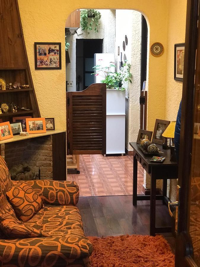Foto Casa en Venta en  Tres Cruces ,  Montevideo  Tres Cruces - casa de 3 dorm y Serv