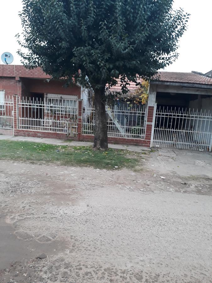 Foto Casa en Venta en  Villa Vatteone,  Florencio Varela  Rio Turbio al 3600