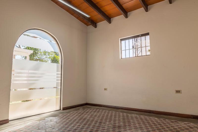 Foto Oficina en Alquiler en  Santisima Trinidad,  Santisima Trinidad  Zona Avda. Santísima Trinidad