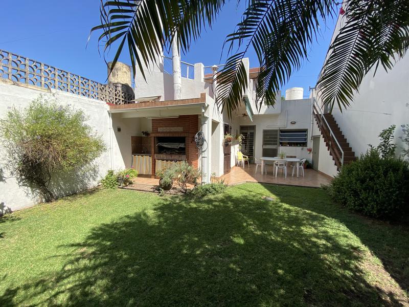 Foto Casa en Venta en  Mataderos ,  Capital Federal  Pizarro al 6100 casa 4 ambs, garaje 1 auto y hermoso fondo !