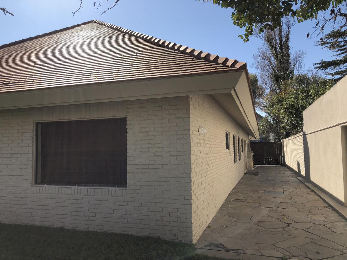 Foto Casa en Venta en  Carrasco ,  Montevideo  Carrasco