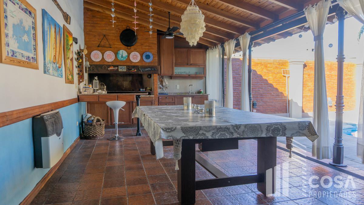 Foto Casa en Venta en  Alberdi,  Rosario  J. C. Paz 1000