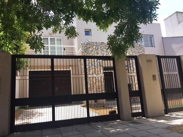 Foto Casa en Venta en  B.Ayerza,  Castelar  Cnel. Machado al 1700