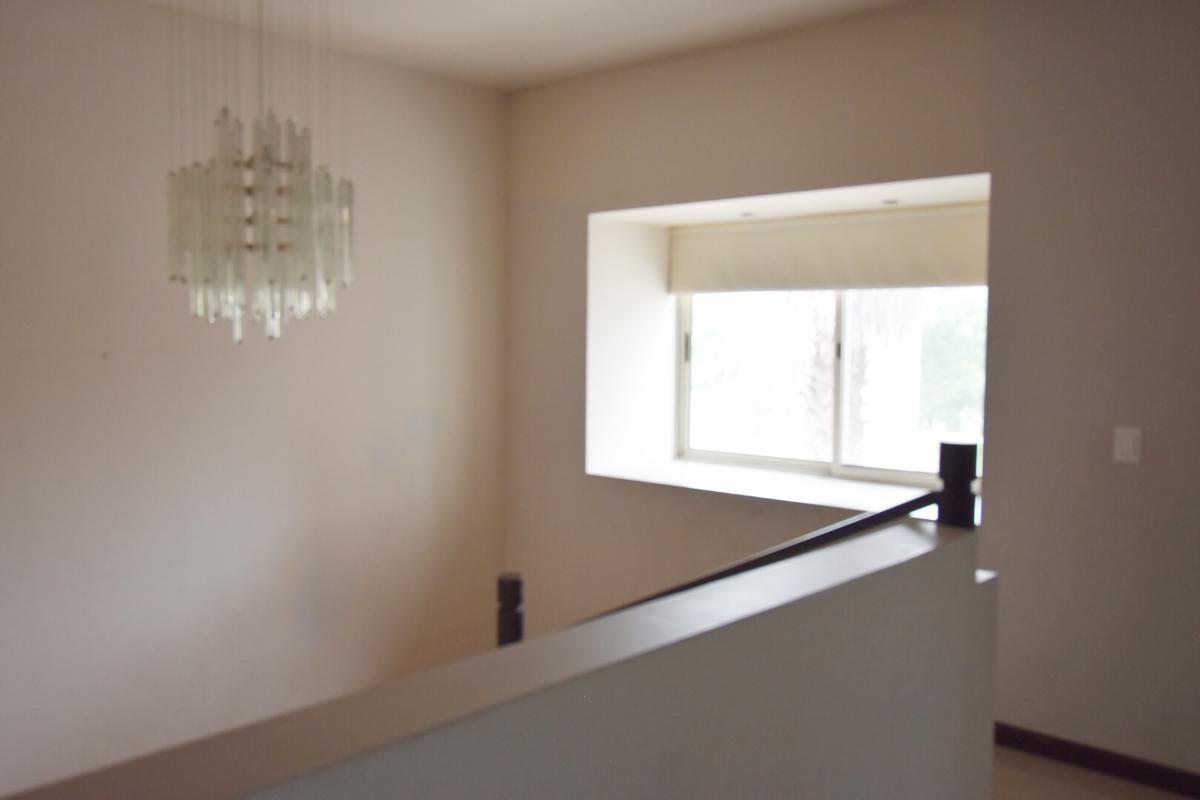 Foto Casa en Renta en  La Rioja Privada Residencial 1era. Etapa,  Monterrey  Casa en Renta en La Rioja Privada Residencial -  Zona Sur (AAH)