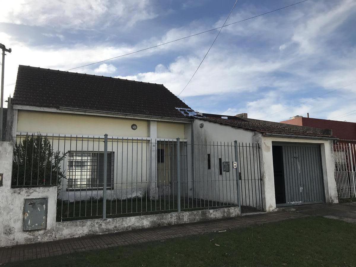 Foto Casa en Venta en  Quilmes Oeste,  Quilmes  Catamarca 2047 entre Guillermo Marconi y Madame Curie