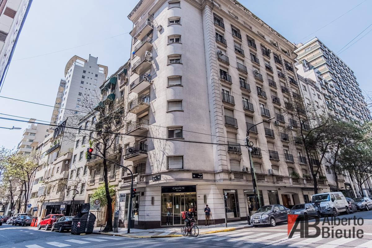 Foto Departamento en Venta en  Recoleta ,  Capital Federal  Poasadas 1195 piso 4 depto B