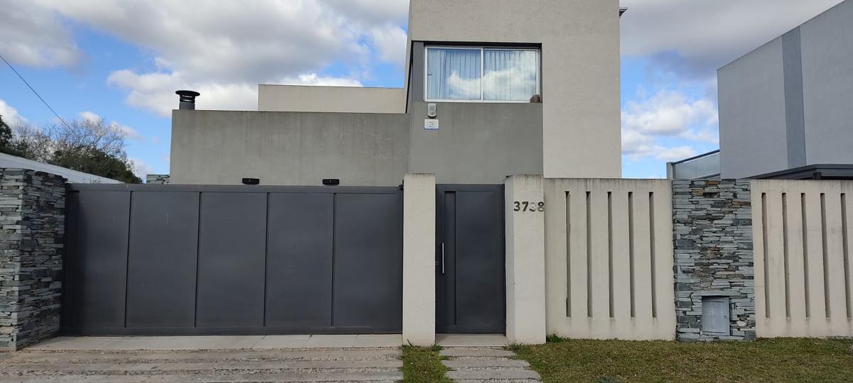 Foto Casa en Venta en  Manuel B Gonnet,  La Plata  507 entre 132 y 132bis