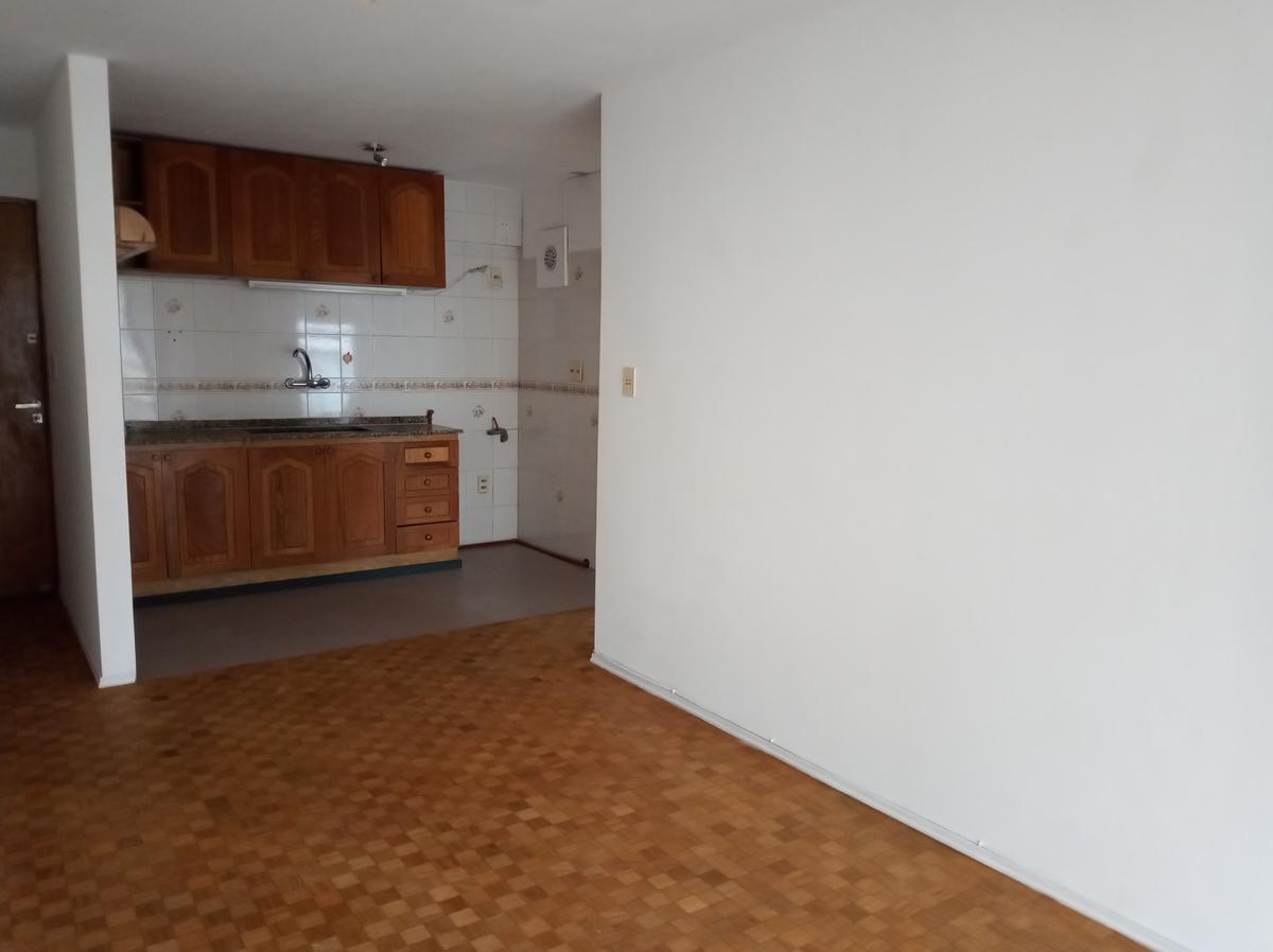 Foto Apartamento en Alquiler en  Pocitos ,  Montevideo  21 De Setiembre al 2800