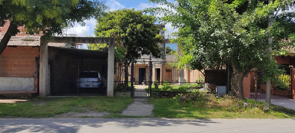 Foto Casa en Venta en  Lambertucci,  Belen De Escobar  Los Alelies 2568
