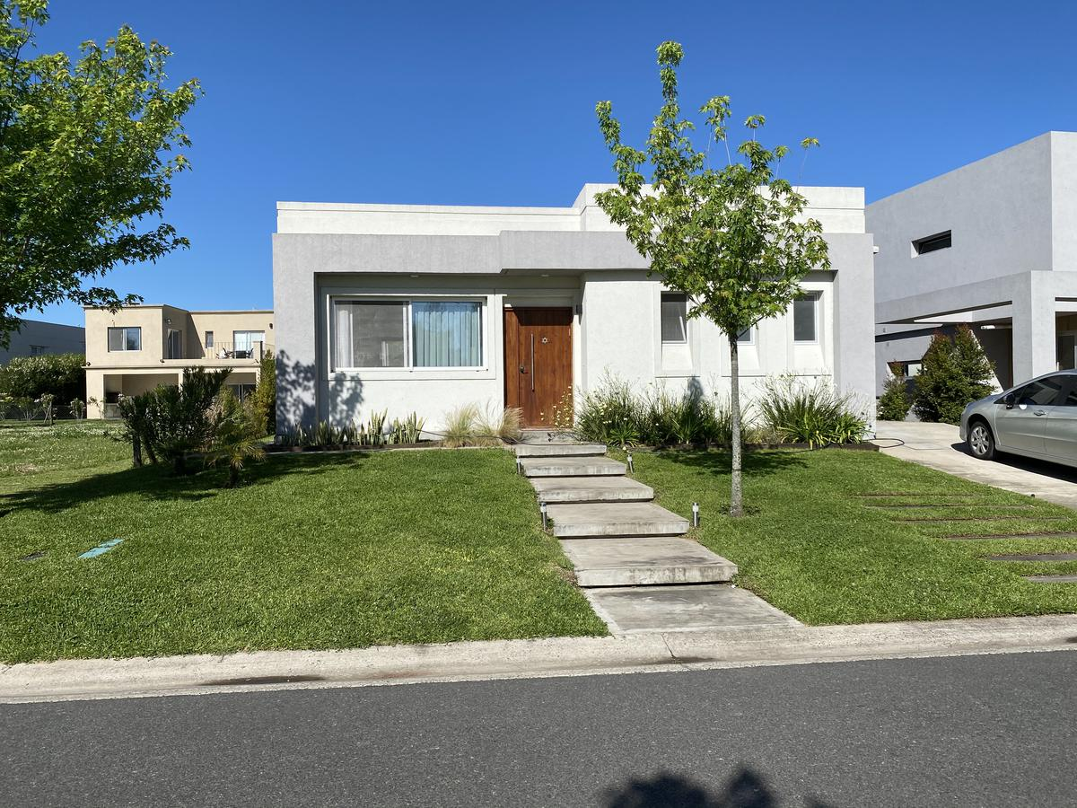 Foto Casa en Venta en  Las Tipas,  Nordelta  Las Tipas, Nordelta. Muy linda casa 6 ambientes con piscina. Venta.