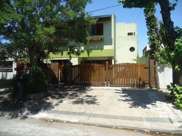 Foto Casa en Venta en  La Plata,  La Plata  71 Entre 24 y 25