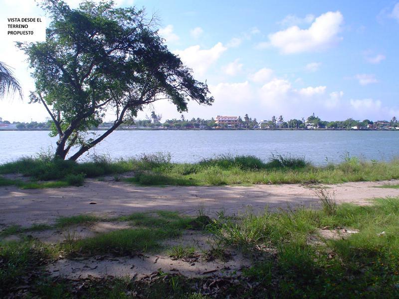 Foto Terreno en Venta en  Congregacion La Victoria,  Tuxpan  Terreno industrial frente al río