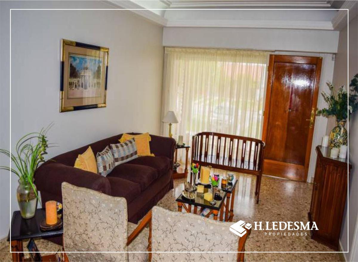 Foto Casa en Venta en  San Carlos,  Mar Del Plata  AV JUAN JOSE PASO 3000