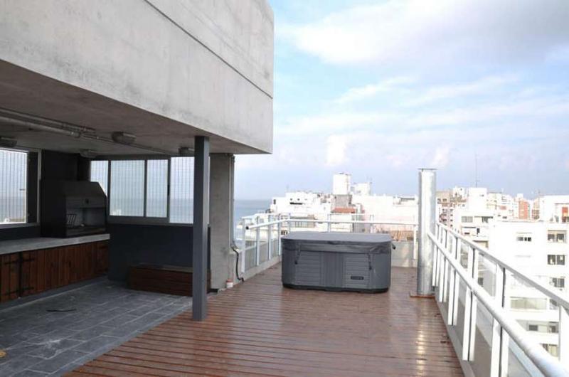 Foto Departamento en Alquiler en  Punta Carretas ,  Montevideo  Monoambiente,  a 50 metros de la  Rambla