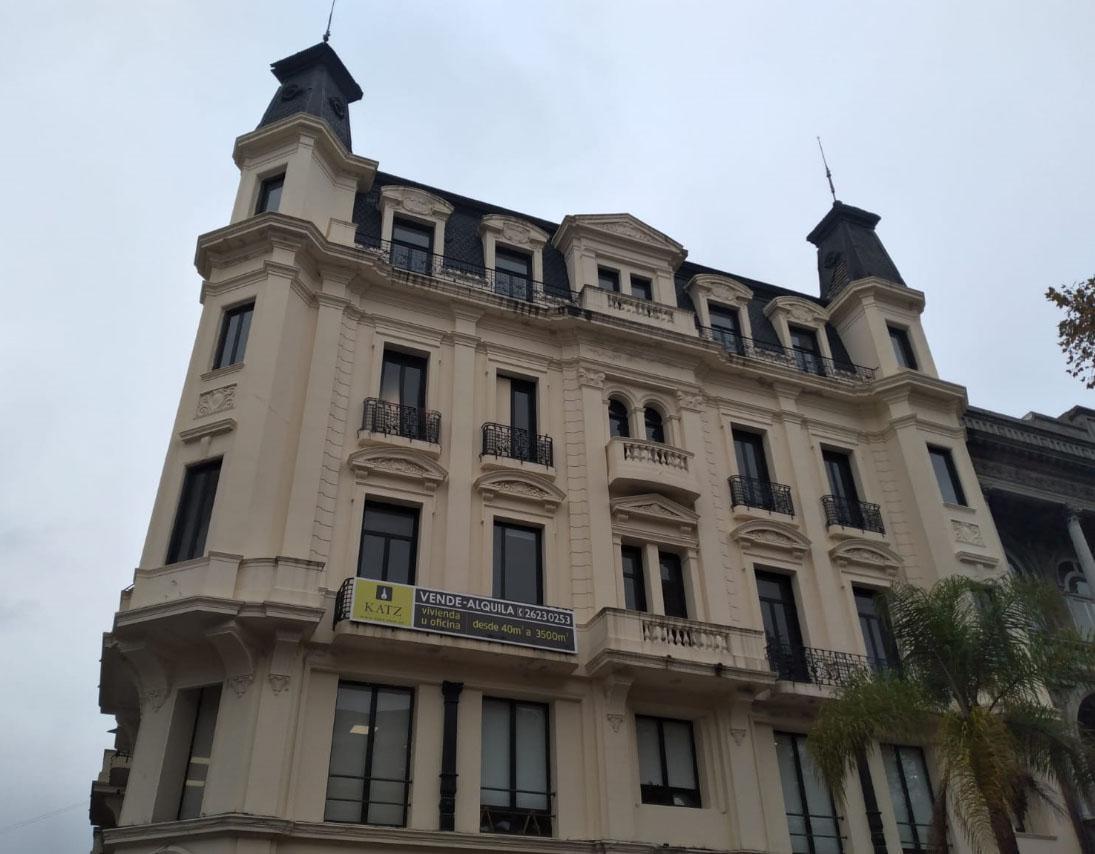 Foto Oficina en Alquiler en  Ciudad Vieja ,  Montevideo  Sobre Peatonal Sarandi