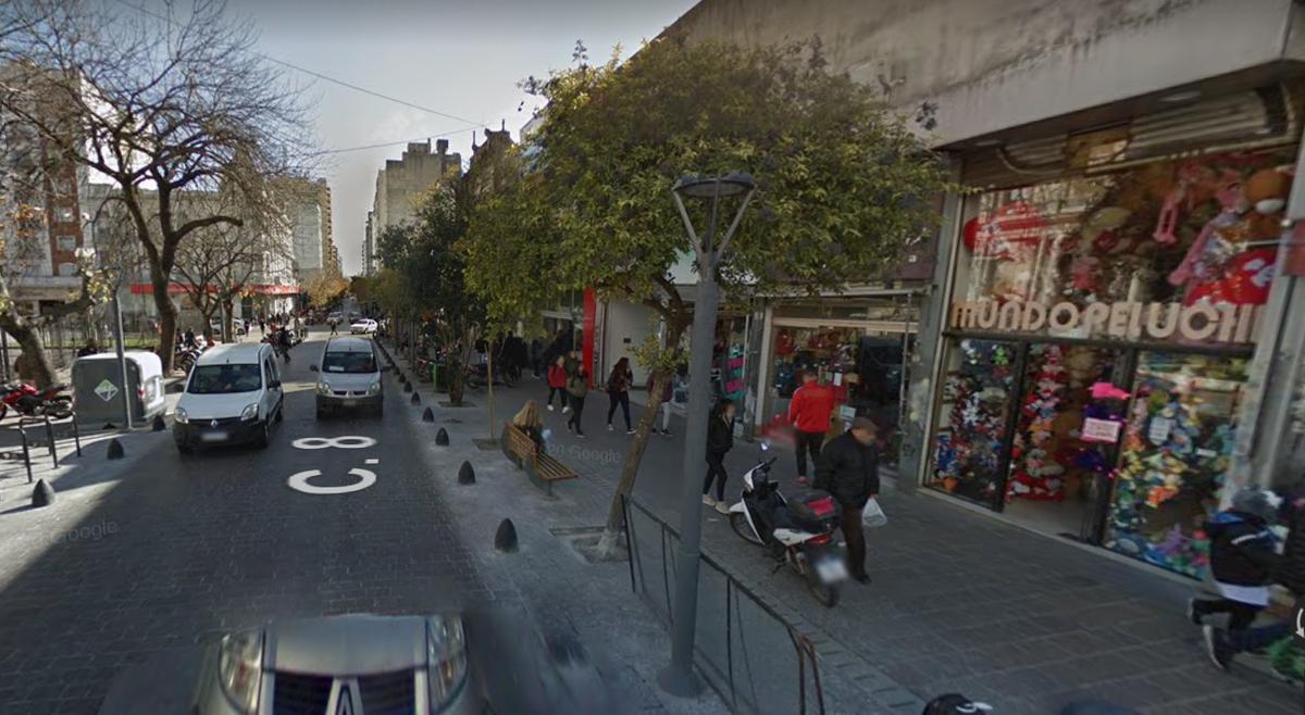 Foto Local en Venta en  La Plata ,  G.B.A. Zona Sur  Calle 8 932