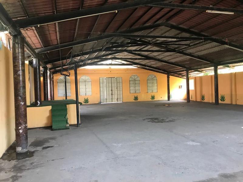 Foto Local en Venta | Renta en  Pueblo Llano Largo,  Acapulco de Juárez  Espacioso Local en venta  y renta en Col. Llano Largo.