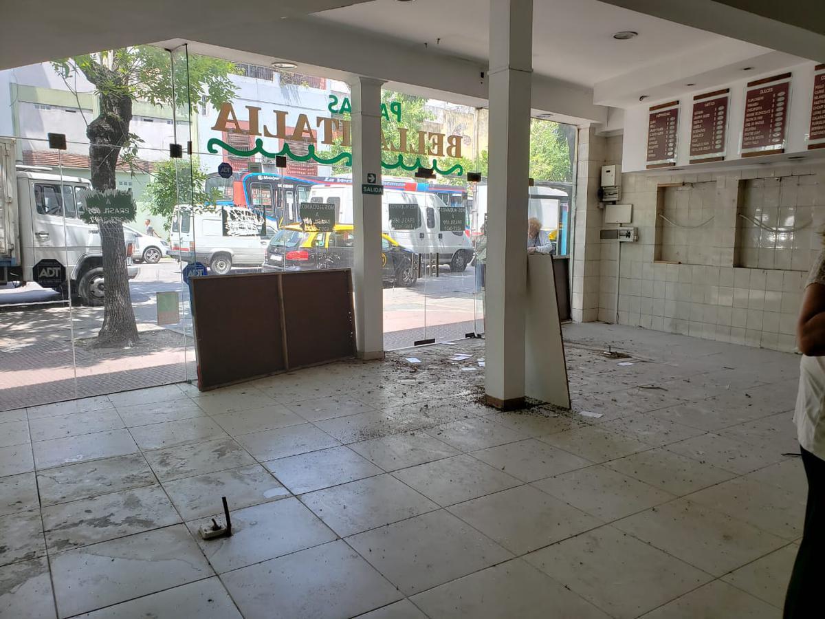 Foto Local en Venta en  Constitución ,  Capital Federal  Av. Garay al 900