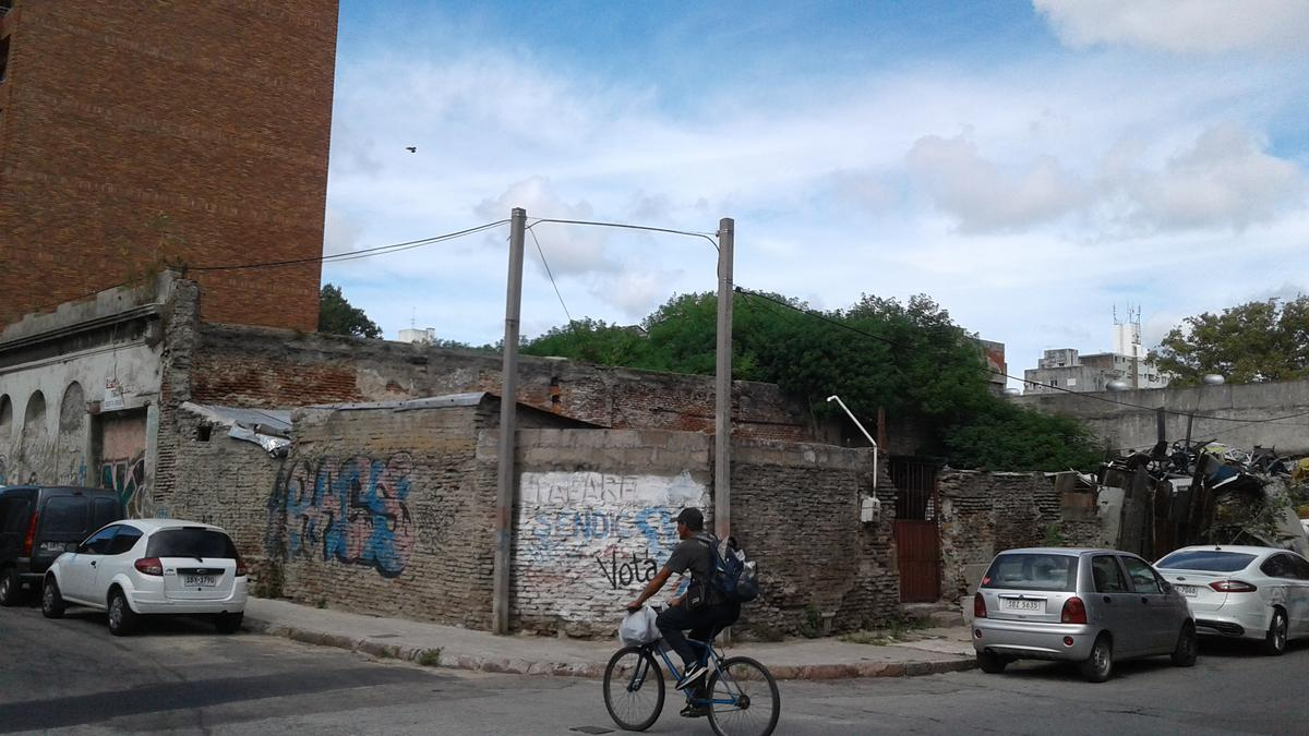 Foto Terreno en Venta en  Cordón ,  Montevideo  Piedra alta al 1700