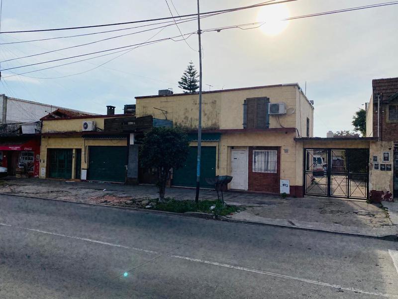 Foto Casa en Venta en  Moron Sur,  Moron  Avenida Cordoba al 1400