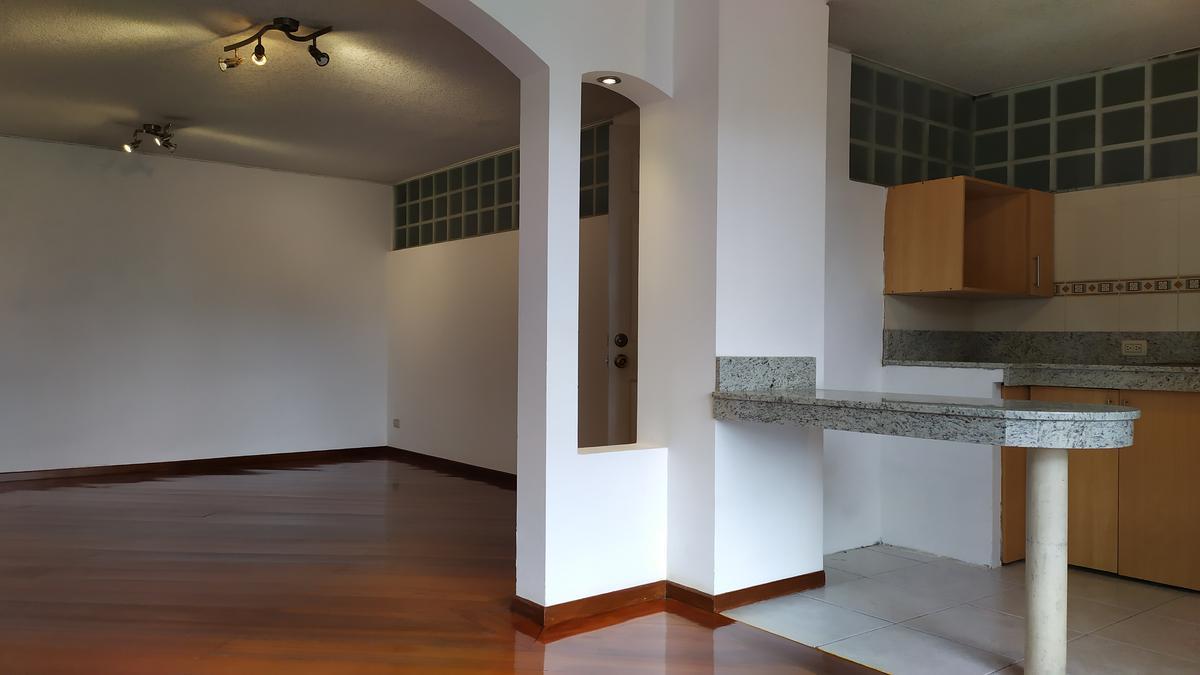 Foto Departamento en Alquiler en  El Pinar,  Quito  Vicente Heredia