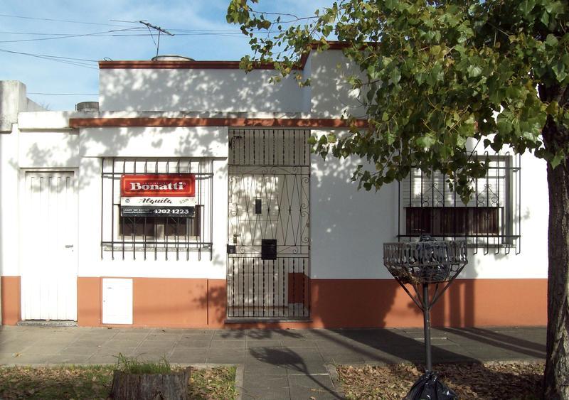 Foto Casa en Alquiler en  Banfield Este,  Banfield  GALLO 997, e/PALACIOS Y CAMPOS