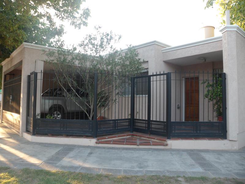 Foto Casa en Alquiler en  Desamparados,  Capital  Arenales y Gendarme Argentino