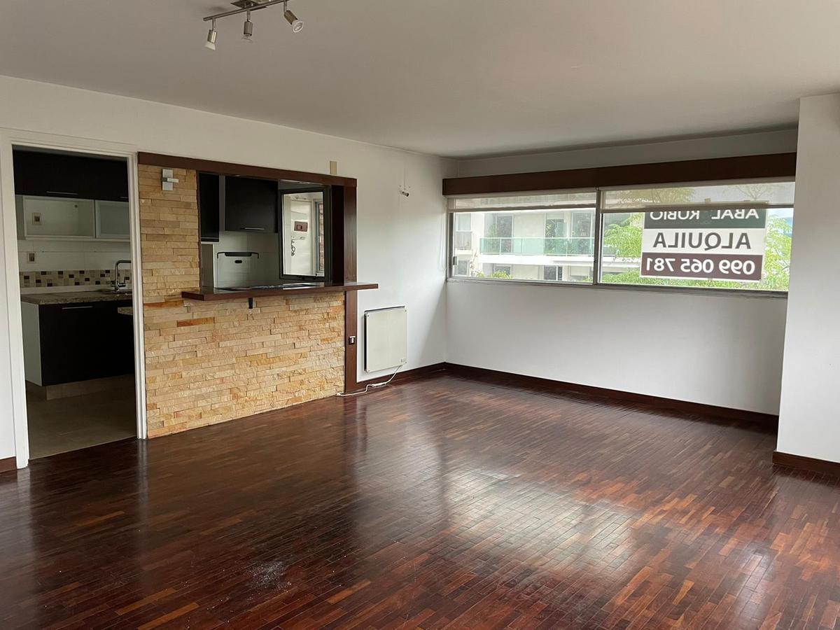Foto Apartamento en Alquiler en  Puerto Buceo ,  Montevideo  Excelente planta reciclada