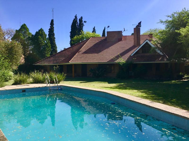 Foto Casa en Alquiler en  Jardin,  Cordoba  Barrio Jardin -  Argarañaz y Murgia! Amplia Casa! Pileta