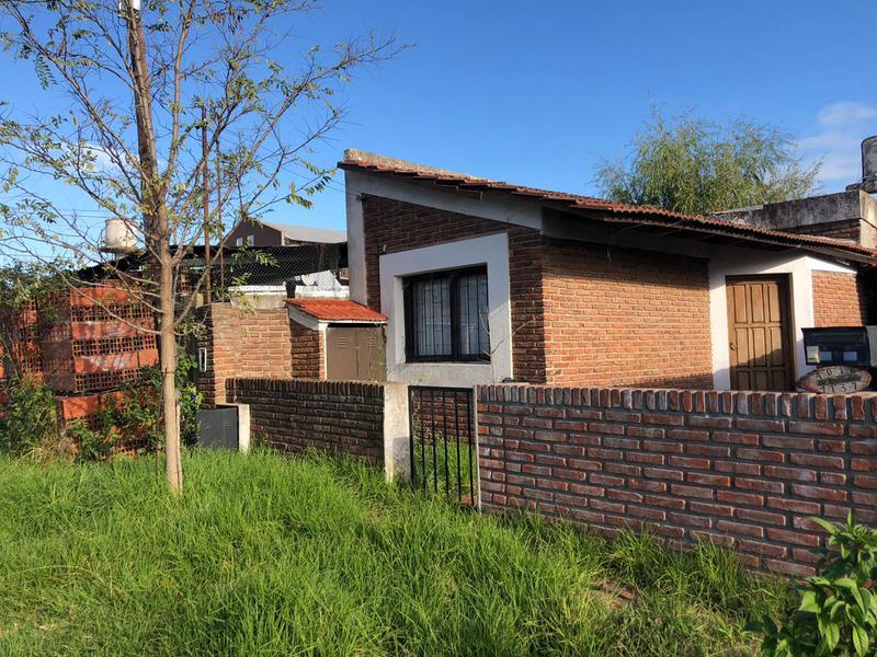 Foto Casa en Venta en  La Plata ,  G.B.A. Zona Sur  6bis entre al 600