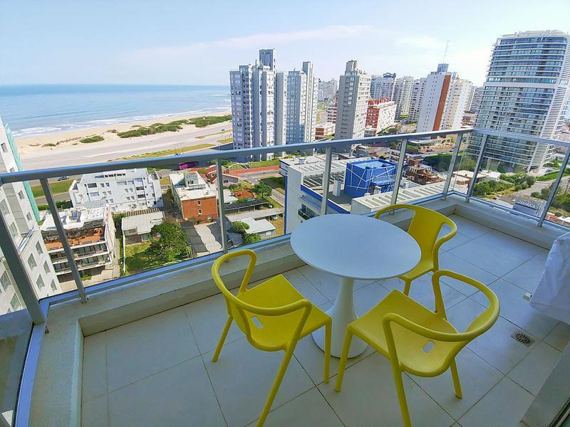 Foto Departamento en Venta en  Playa Brava,  Punta del Este  Oportunidad en piso alto con Vista Directa a la Brava