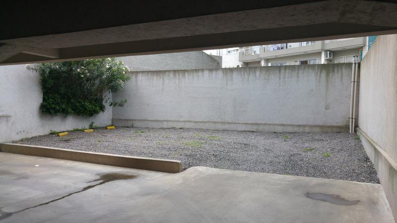 Foto Cochera en Venta en  Moron Sur,  Moron  Güemes Torino 25/37