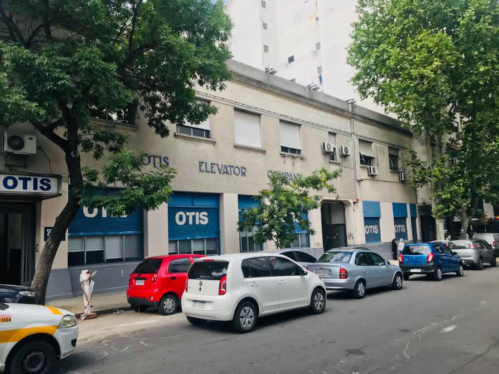 Foto Local en Venta en  Cordón ,  Montevideo  Colonia y Arenal Grande