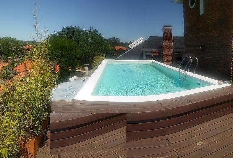 Foto Departamento en Alquiler en  Carrasco ,  Montevideo  Impecable, piscina propia, metros rambla
