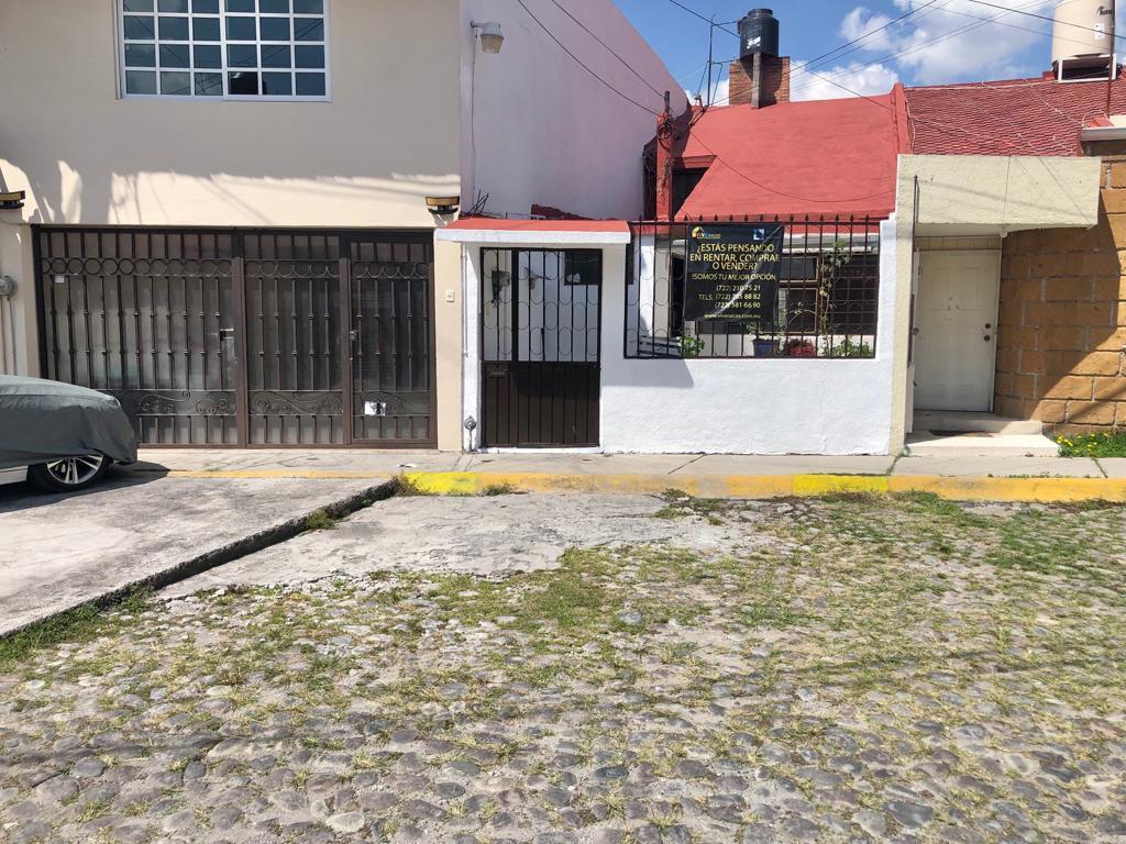 Foto Casa en Venta en  Jesús Jiménez Gallardo,  Metepec  CASA SOLA EN VENTA EN COLONIA JIMENEZ GALLARDO CERCA DE ISSSTE TOLUCA, CALLE CEBORUCO Y PREPA 5 EN METEPEC