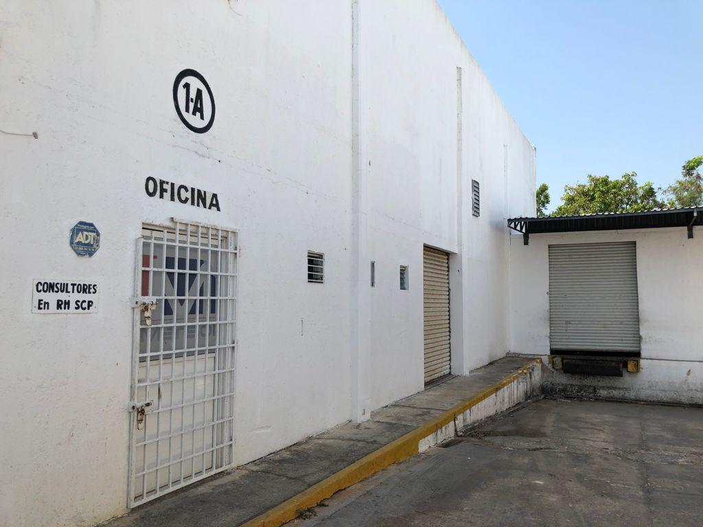 Foto Bodega Industrial en Renta en  Fraccionamiento Nora Quintana,  Mérida  Bodega en renta en Merida, con 2 andenes de descarga propios, 700 m² , oficinas, 2 baños,  con cámaras de vigilancia y acceso por el Periférico Poniente