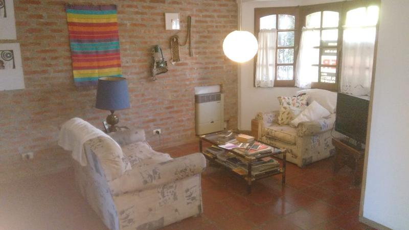 Foto Casa en Alquiler en  Capital ,  Neuquen  BASAVILBASO Y PEHUEN