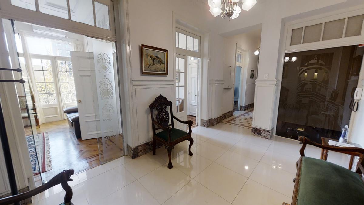Foto Oficina en Venta | Alquiler en  Centro (Montevideo),  Montevideo  Av. 18 de Julio frente a la Plaza del Entrevero