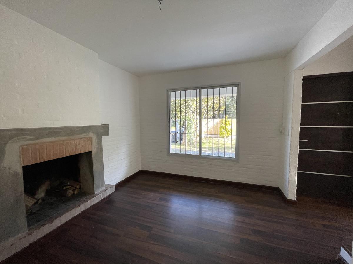 Foto Casa en Venta en  Carrasco Este ,  Canelones  3 dormitorios y jardín. (Racine)