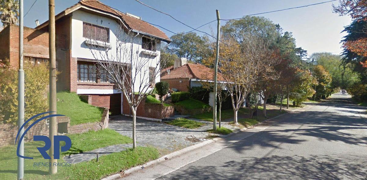 Foto Casa en Venta en  Los Troncos,  Mar Del Plata  Venta Oportunidad. Chalet a reciclar en Los Troncos, Mar del Plata